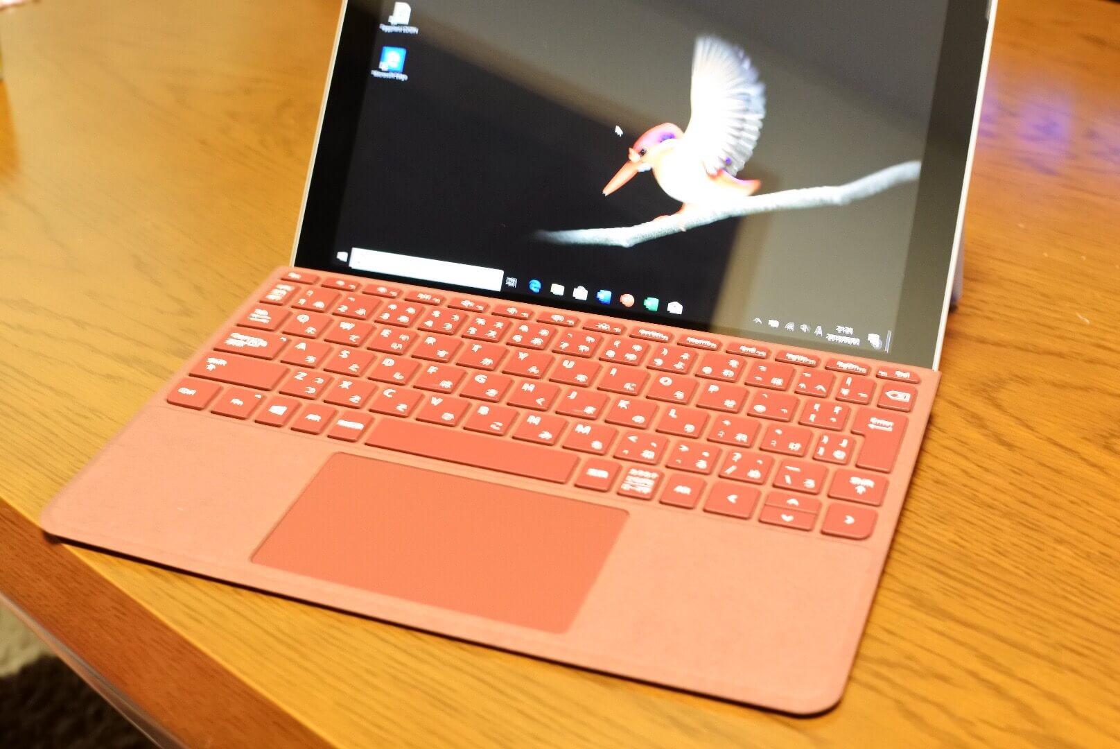 アルカンターラ素材の上質な手触り。 Surface Go用タイプカバー開封〜使用感レビュー